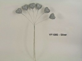 YF108S  SPARKLE HEARTS IN SILVER- BUY 12 BUNCHES AND PAY ONLY 75P A BUNCH